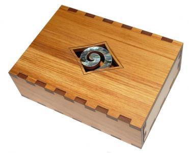 M09094 - Rimu Gift Box - Paua Koru