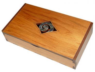 M09097 - Rimu Trinket Box - Paua Koru
