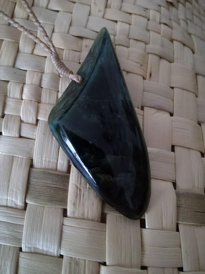 M01800 - Jade/Greenstone Carving Tangiwai Drop Pendant