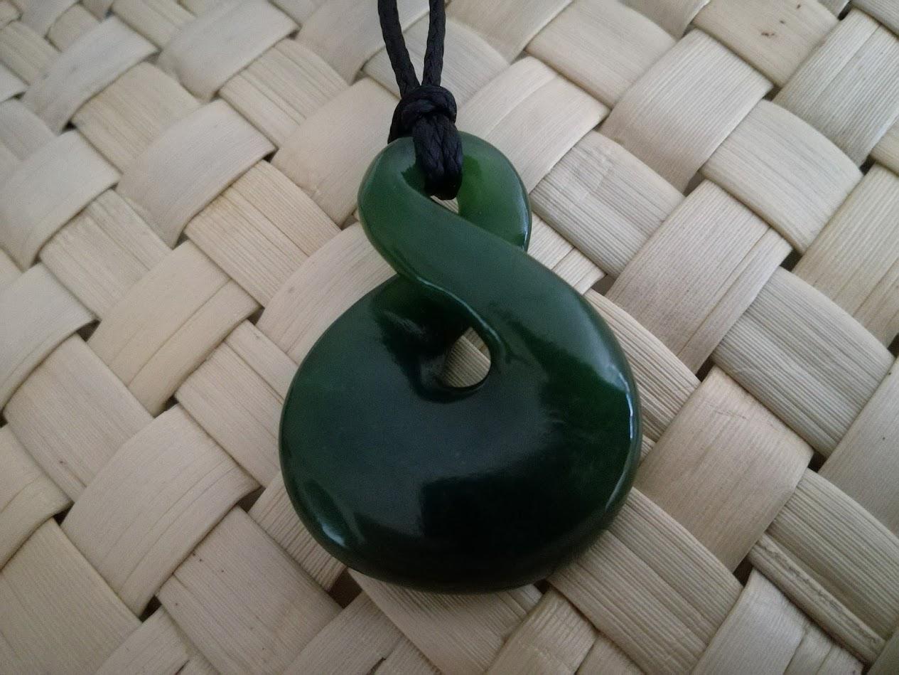 M07618 - Jade/Greenstone Carving Twist - Pikorua