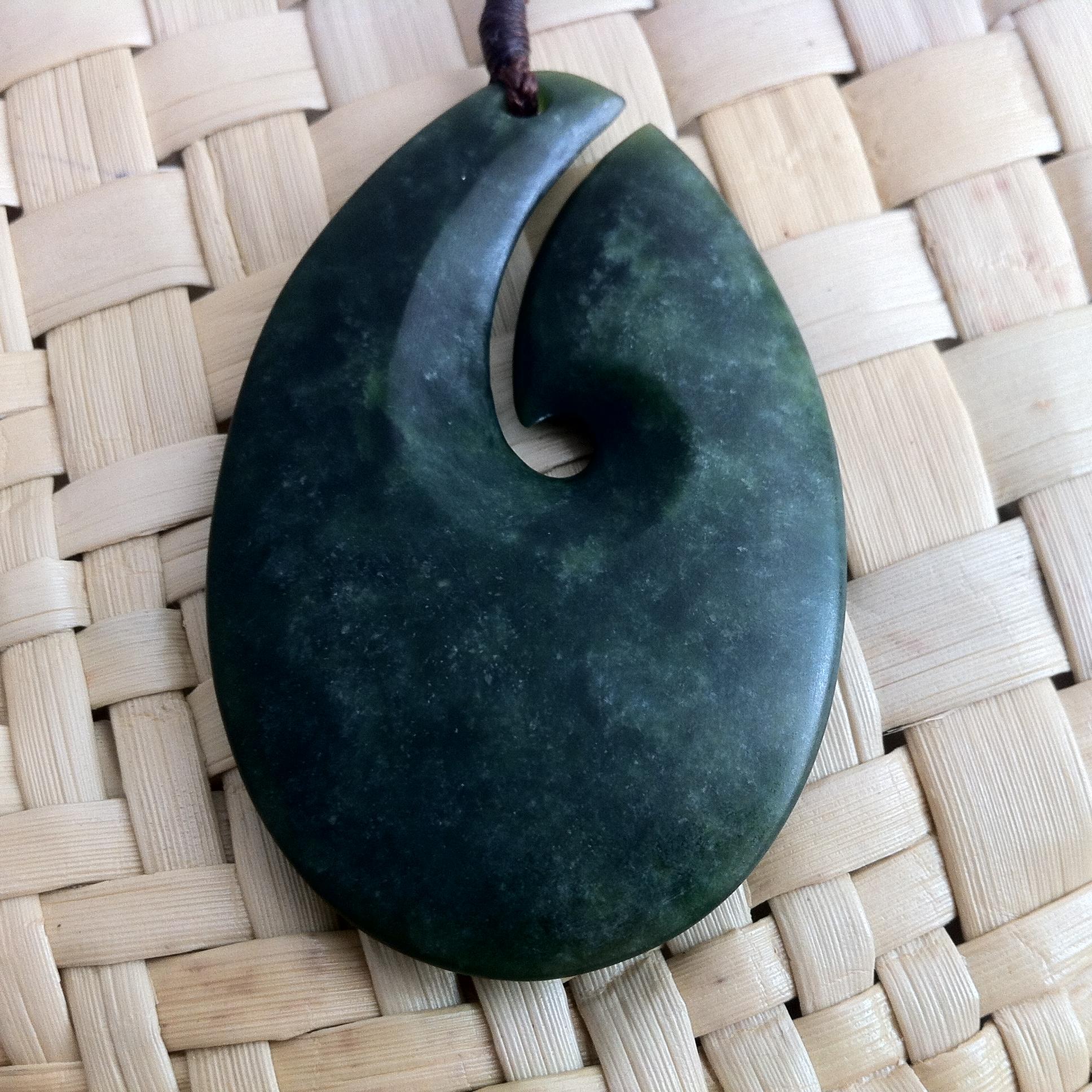 M07623 - Jade/Greenstone Carving Matau