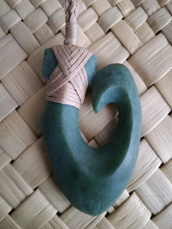 M07654 - Jade/Greenstone Carving Bound Hei Matau